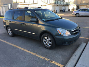 2007 Hyundai Entourage V6/Power sliding doors /Safetied/ Low kms