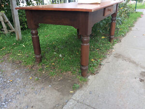 Table reproduction antique