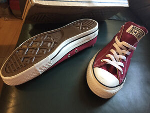 Coverse (Maroon, Men's Size 7, new in the box)