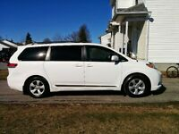2011 Toyota Sienna LE Camionnette 8 Passager