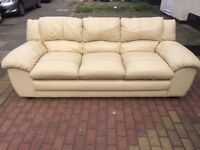 3 SEATER GENUINE LEATHER SOFA IN GOOD CONDATION