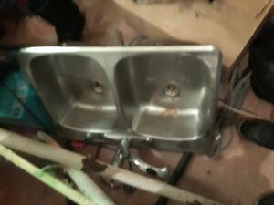 Lavabo double stanless  avec robinet et tuyauterie