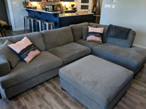 Beautiful Grey Sectional Sofa w/Ottoman