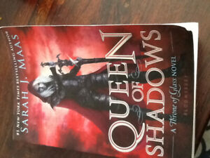 Throne of glass series- Queen of shadows book