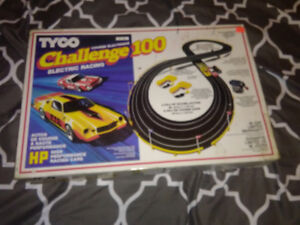 Tyco Challenge 100 Slot Car Set Vintage