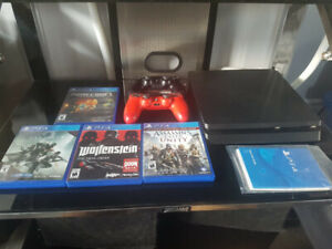 PS4 Slim 1T, 2 controllers and 4 games included