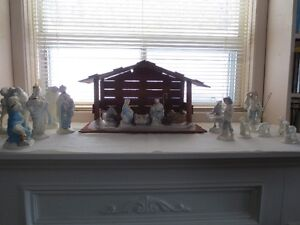 18 Pce. Ceramic Nativity with wood shelter