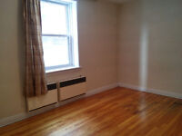 Room in large 4 1/2 - Downtown $550 all included