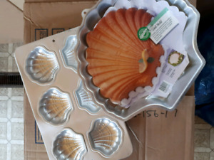 Shell cake pans