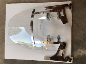 Quick detached windshield for Harley Dyna Street bob