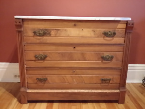 Commode ancienne avec marbre / Antique dresser with marble top