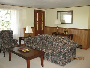 3 bdrm apartment in Tiverton.. just minutes from the Bruce