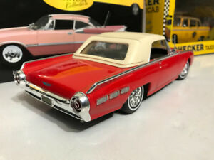 Ford thunderbird hard top 1962 diecast  1/18 die cast