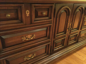 Vintage Solid Wood Cabinet. West Island Greater Montréal image 4