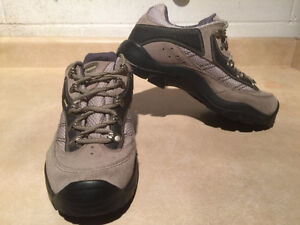 Women's Kamik Hiking Shoes Size 11 London Ontario image 6