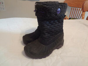 New Pathfinder/Kodiak Girls Boots Size 4