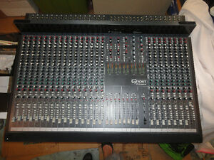 24 ch 8 bus Soundcraft Ghost Console