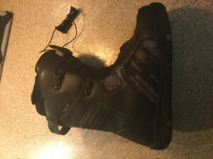 RIDE Size 8 mint like new snowboard boot,hardly used  best offer