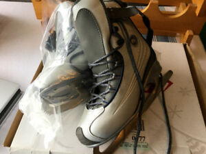 Ladies CCM Figure Skates Size 7 Barely Used