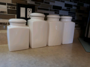 Set of kitchen canisters
