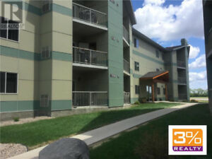 Immaculate 1040 sqft apartment style condo ~ by 3% Realty