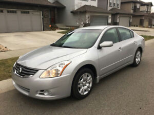 2012 Nissan Altima 2.5 S Sedan like new no accidents only 128k