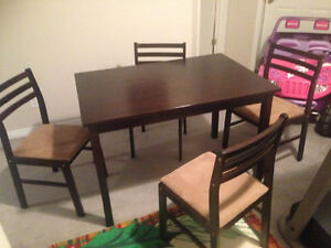 Like new dining table solid wood+ 4 chairs Cambridge Kitchener Area image 3