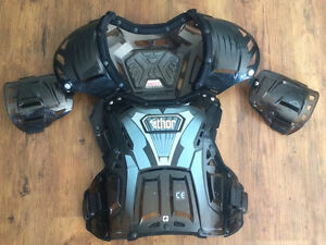 Like new Thor Quadrant chest protector Fits 100-200 lbs