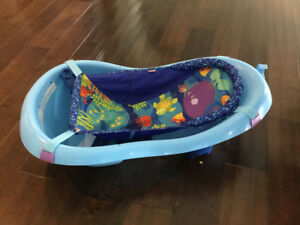 Fisher Price Bathtub with infant insert