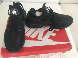 Nike Air HUARACHE black/black-white collection shoes