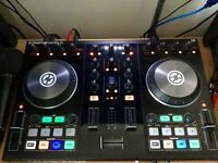 DJ TRAKTOR S2 MK2. DJ CONTROLLER. Includes cables for iPad/iPhone - EXCELLENT CONDITION - BOXED