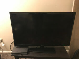 LG 42inch TV for sale with free HDMI cable