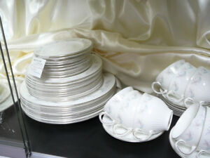 Wedgwood china 10-place dinner service, 50 pieces