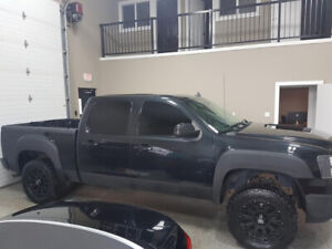 2009 GMC SIERRA LIFTED 4x4 ALL CREDIT SITUATIONS ARE WELCOME