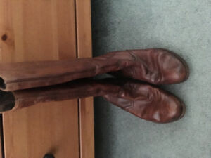 Women's leather insulated boots ,rieker brand . Excellent shape