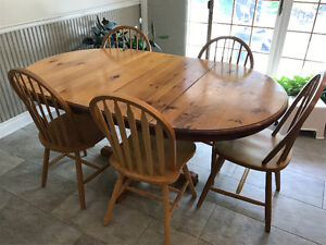 """Pine Dining Table 43"""" x 71"""" (with 2 leaves)"""