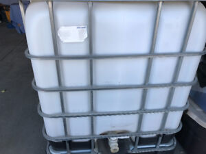 Mausel 1000 gallon fuel container