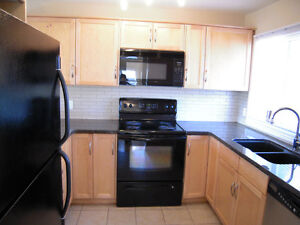 2 bed rooms inner-city townhouse available March 1