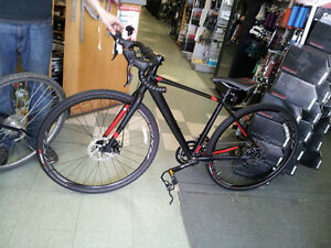 SPECIALIZED TRICROSS SPORT DISC + RACK AND PANNIERS