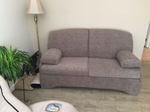 GREAT Loveseat/Sleeper Sofa - Causeuse REDUCED!