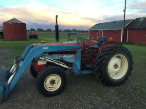 I-H 444 Tractor