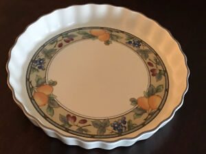 MIKASA QUICHE DISH - Oven, microwave and dishwasher safe