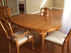 oak dining table and chairs Kitchener / Waterloo Kitchener Area image 1