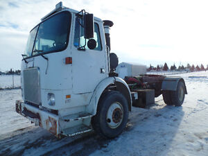 1993 VOLVO SINGLE AXLE SHUNT TRUCK AT www.knullent.com