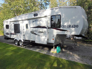 Must See...Excellent Condition 5th Wheel Trailer