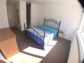 Wonderful Ensuite in Bayswater for Couples