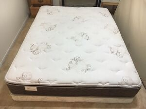 Luxury queen bed / lit in perfect condition - Delivery