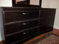 4 piece bedroom set, excellent condition