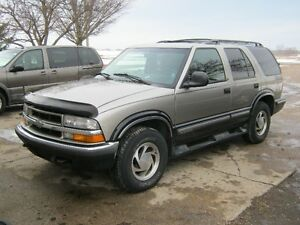 PARTING OUT 1998 BLAZER London Ontario image 1