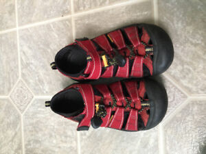 Keen Newport sandals Youth Size 1